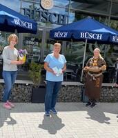 Dortmund: LAGA-Pressemitarbeiterin Lea Mispelkamp, Gewinnerin Jutta Witte, Fachgeschäftsleiterin Denise Blaser und Marketingleiterin Annett Swoboda