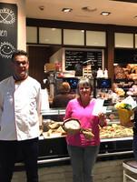 Krefeld: Büsch-Geschäftsführer, Bäckermeister und Brot-Sommelier Norbert Büsch, Gewinnerin Stefanie Engelbarts und LAGA-Pressemitarbeiterin Lea Mispelkamp